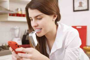 Cách nhắn tin với con gái: 12 bí quyết quý hơn vàng