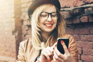 Nhắn tin với người yêu không nhàm chán: 5 cách hiệu quả
